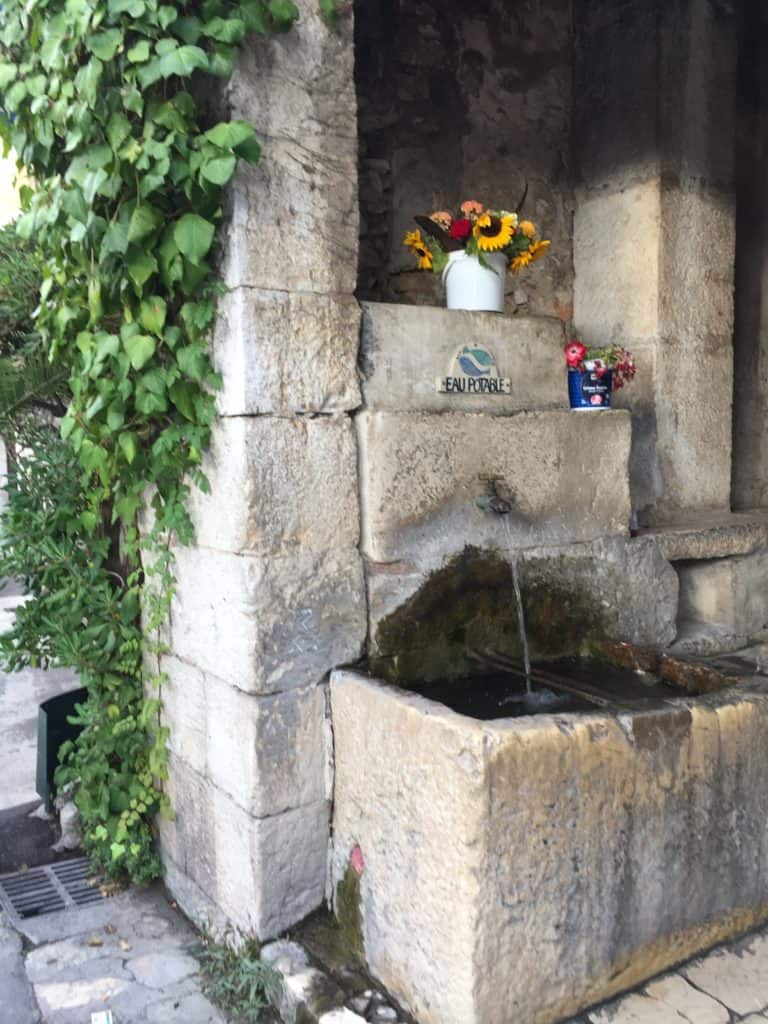 9 reasons you'll fall in love with St. Paul de Vence...cute hidden fountains and more!