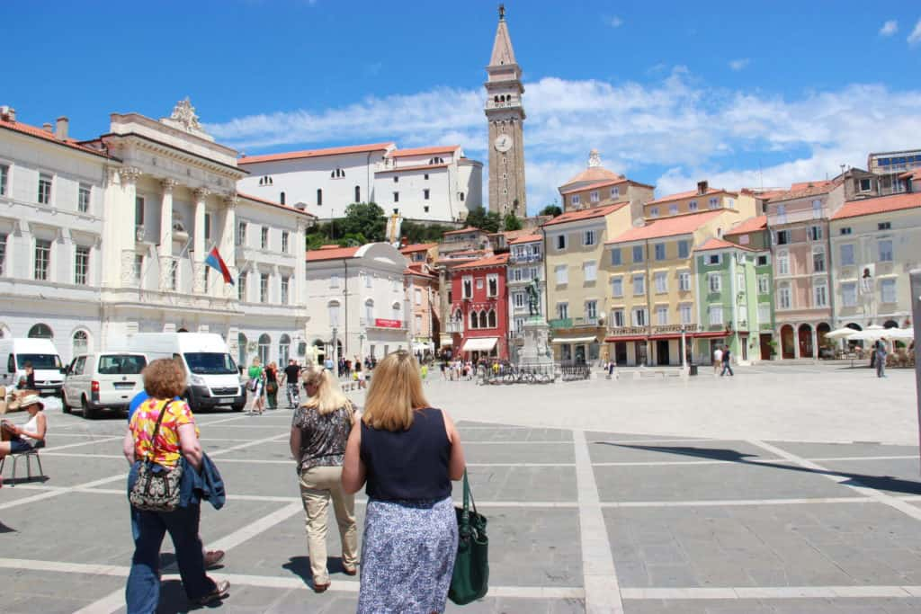 4 things you have to do in Piran...walking along the sea, visiting the square, shopping, and a delicious lunch on the water!