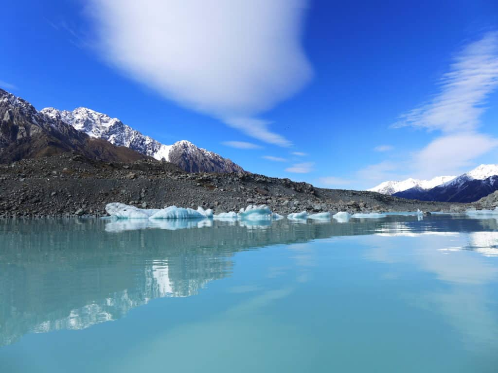 Tasman Lake, South Island, New Zealand | A glacier lake boat tour is a must in New Zealand, why you have to visit Tasman Lake on the South Island. New Zealand itinerary advice & trip planning, what to do near Lake Tekapo or Mt. Cook in New Zealand #newzealand #glacier