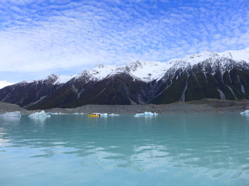 Lake Tasman, NZ | A glacier lake boat tour is a must in New Zealand, why you have to visit Tasman Lake on the South Island. New Zealand itinerary advice & trip planning, what to do near Lake Tekapo or Mt. Cook in New Zealand #newzealand #glacier