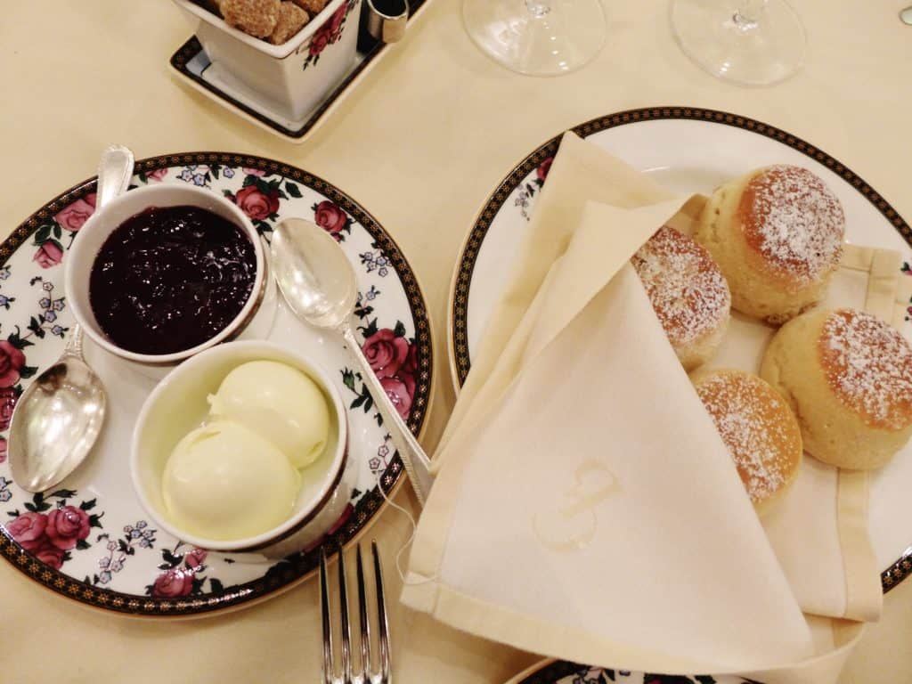 London's The Langham provided an amazing afternoon tea experience, from delicious food to excellent service and a beautiful setting. This was totally worth the splurge! #london #england #itinerary #hightea