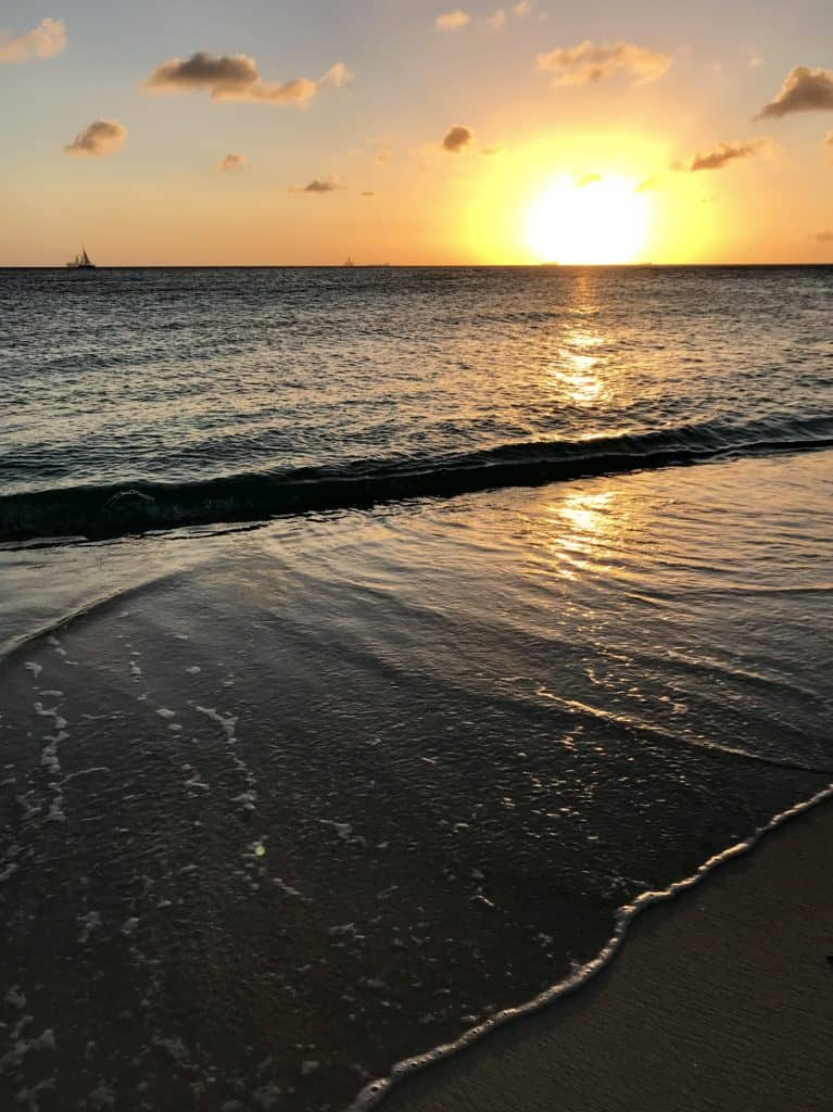 9 tips for an awesome, chill, DIY trip to Aruba...what to do in Aruba, solo trip to Aruba | tips for Aruba itinerary, how to plan a trip to Aruba, Aruba travel tips, solo travel ideas | Eagle Beach, Druif Beach, Aruba jeep tour, romantic restaurant in Aruba, Palm Beach, Aruba snorkeling sailing tour #aruba #solotravel #beachtrip