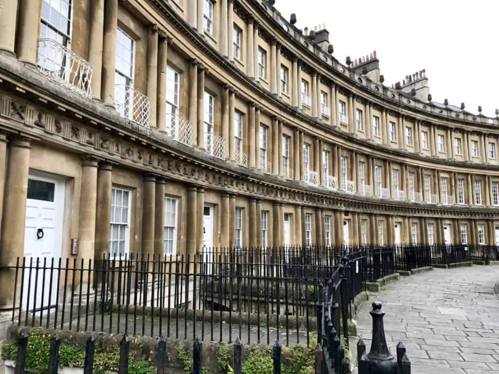 What to do in Bath, especially with a short time | Bath, England, is such a compact little city and there's a ton of fun history, architecture, and literary references | from the Circus to Pultenay Bridge to the Roman Baths, things to do in Bath UK #bath #england