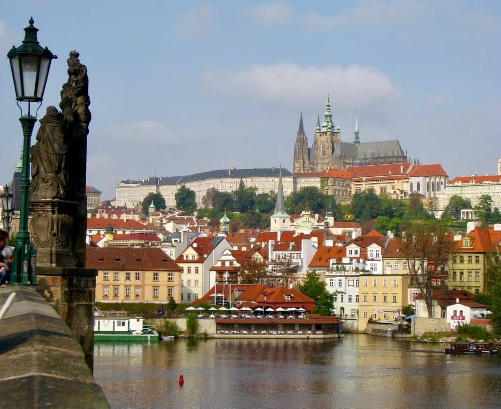 What to do in Prague | 10 tips for making the most of 24 hours in Prague, what to do and see in Prague, and an easy 1-day Prague itinerary #prague #czechrepublic