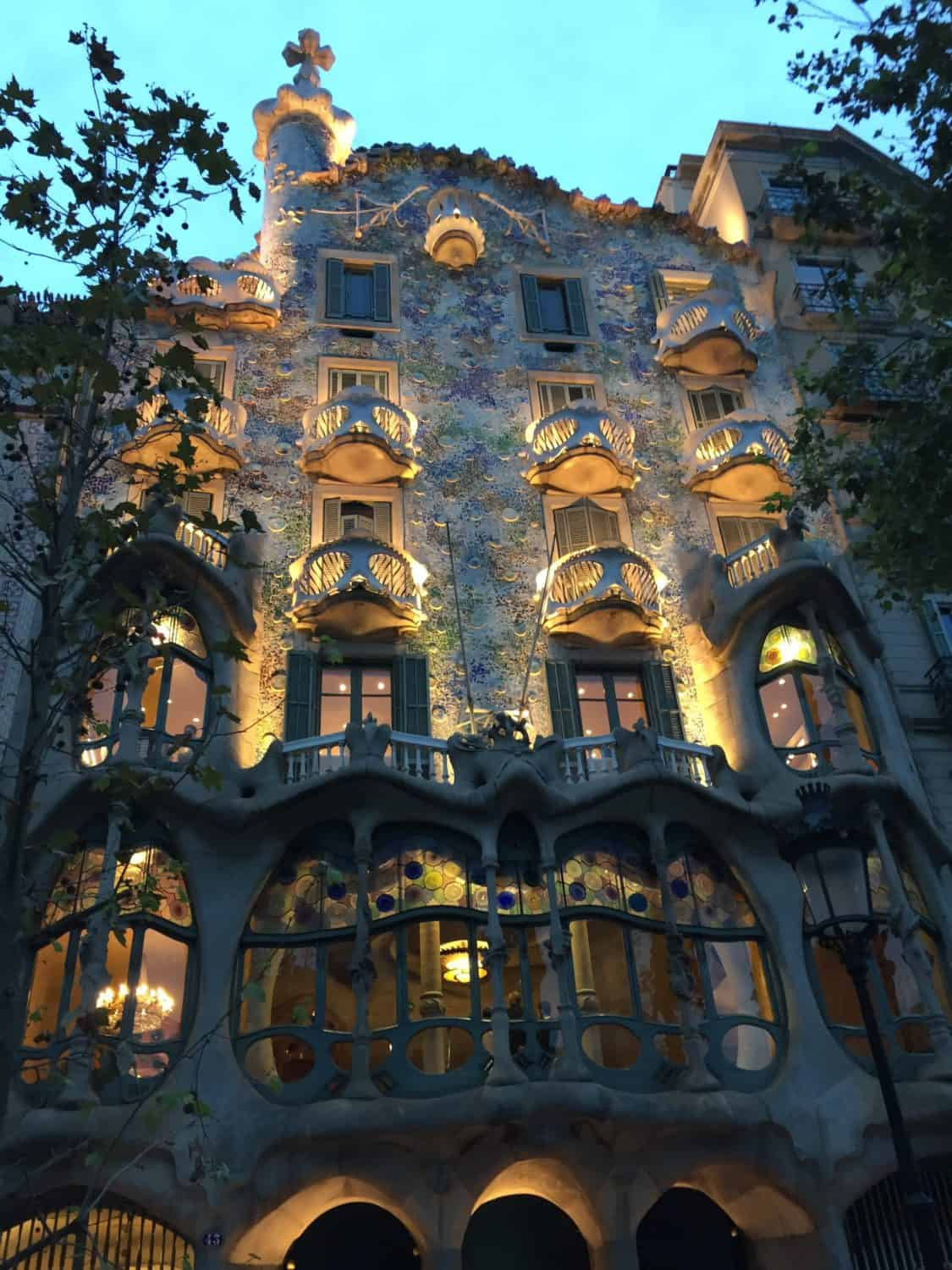 2 days in rainy Barcelona...Casa Batllo at night is beautiful despite the rain. What to do in Barcelona if it rains.
