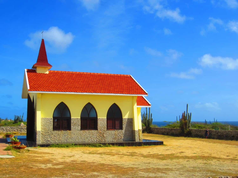 9 tips for an awesome, chill, DIY trip to Aruba...what to do in Aruba, solo trip to Aruba | tips for Aruba itinerary, how to plan a trip to Aruba, Aruba travel tips, solo travel ideas | Eagle Beach, Druif Beach, Aruba jeep tour, romantic restaurant in Aruba, Palm Beach, Aruba snorkeling sailing tour #aruba #solotravel #beachtrip