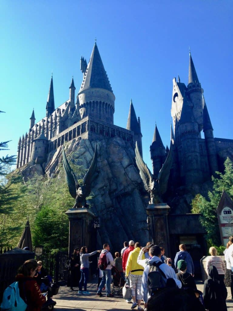 A Magical Day at the Wizarding World of Harry Potter in Orlando, FL | Is it worth the price tag? Tips on how to plan your visit & what to expect. A must for Harry Potter fans! #harrypotter #wizardingworld #orlando #amusementpark