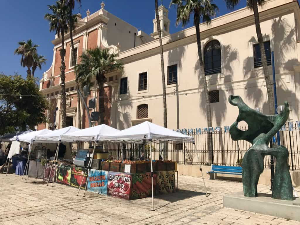 Old Jaffa & Tel Aviv are a must visit in Israel (I was skeptical, but it won me over!). Tips for visiting if you have less than a day in this vibrant city! #israel