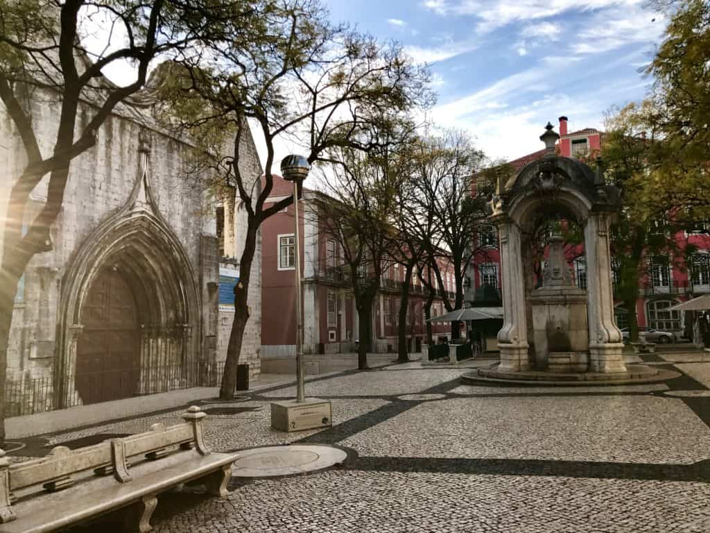 Early morning at Lisbon's Carmo Convent | 10 things that have to be on your Lisbon itinerary | 24 hours in Lisbon | 1-day lisbon itinerary | Lisbon travel tips | Portugal itinerary ideas