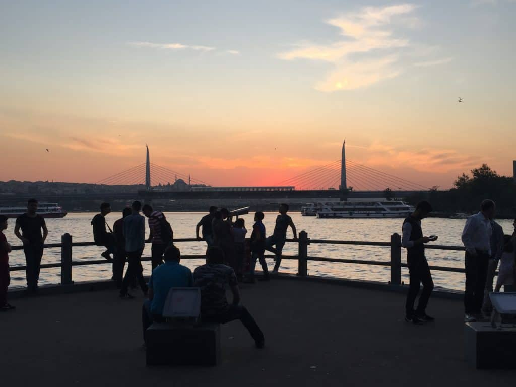 Galata Bridge at sunset | What to do in Istanbul if you only have 24 hours | tips for what to see & what to skip | Istanbul trip planning, itinerary ideas for Istanbul | Turkey itinerary advice