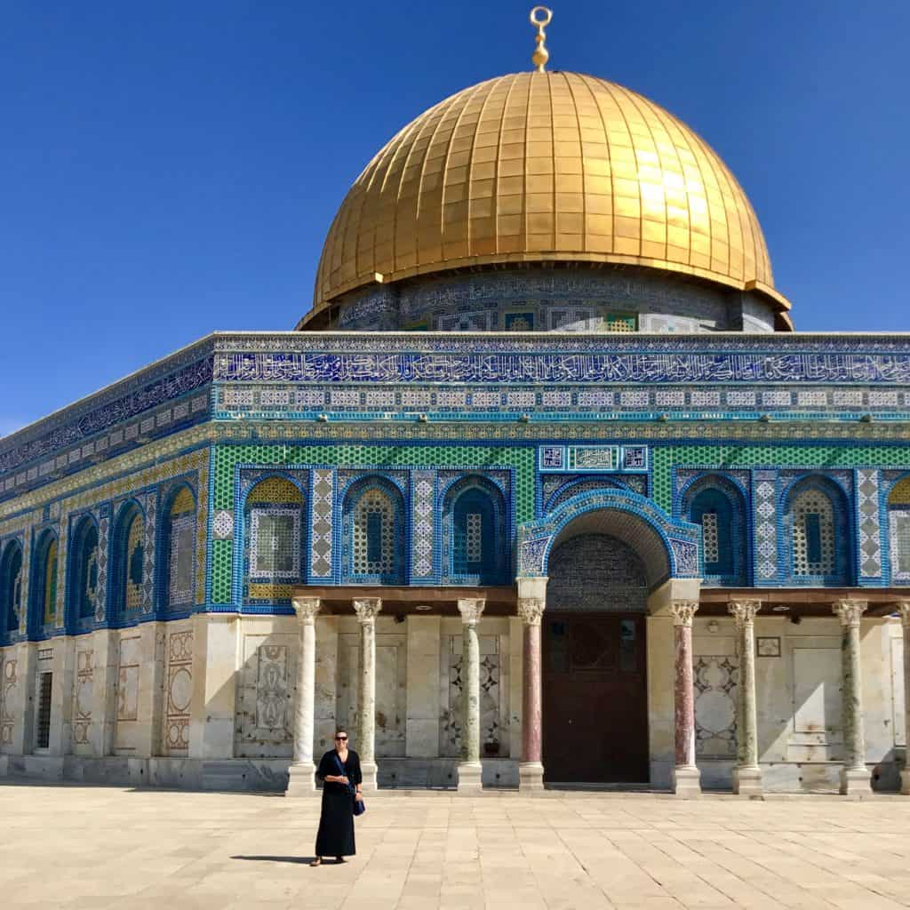 Tips for visiting the Temple Mount, Dome of the Rock, & Western Wall in Jerusalem | Tips for what to wear, when to go, what to bring, & how not to get in trouble | Jerusalem trip planning & itinerary ideas, what to do in Israel, and tips for visiting Jerusalem's Old City #templemount #jerusalem #israel