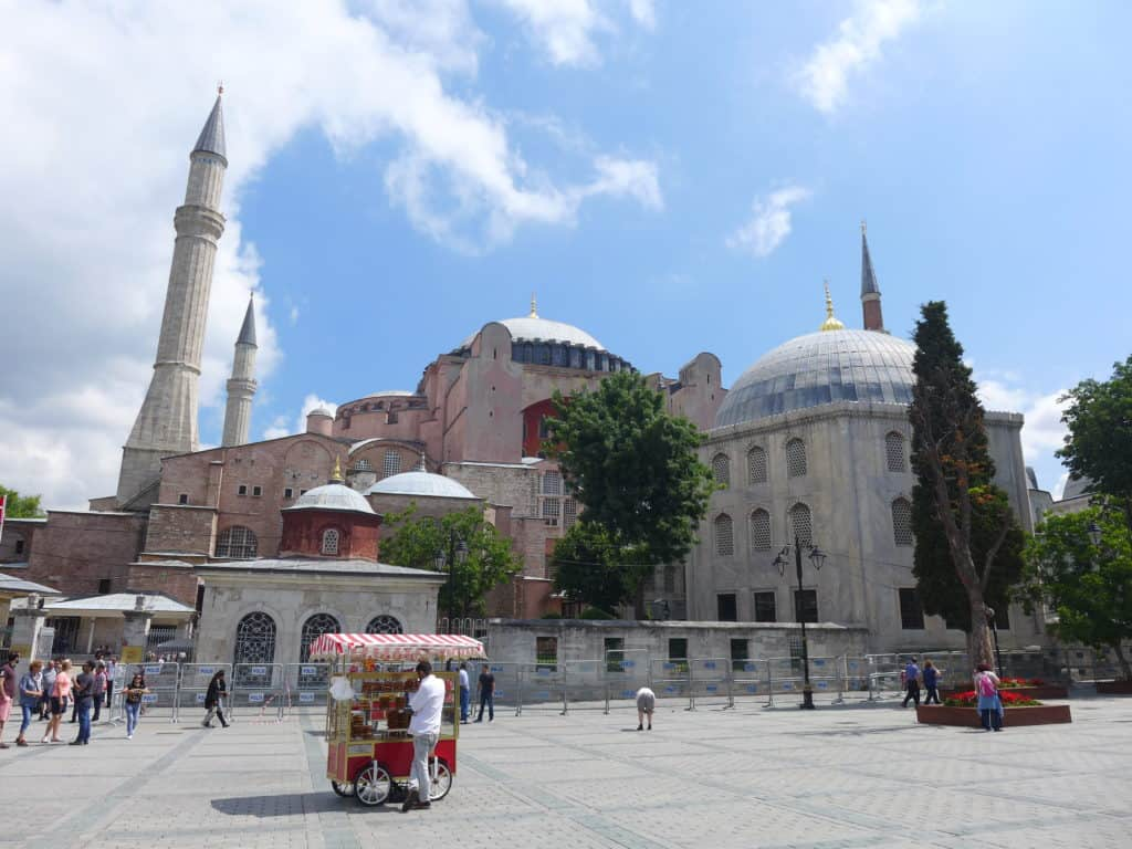 Hagia Sophia in the sunlight! Tips for spending 24 hours in Istanbul