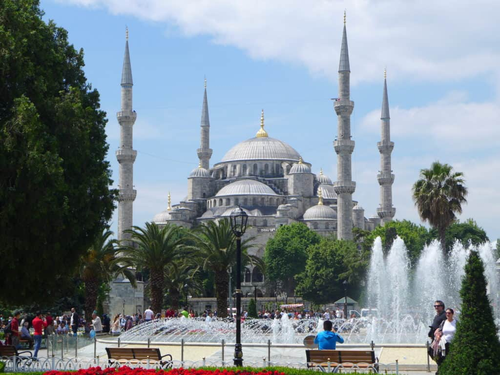 The Blue Mosque in sunlight! Tips for spending 24 hours in Istanbul, how to see everything, where to go, what to skip | itinerary ideas for Istanbul | Istanbul trip planning, itinerary ideas for Istanbul