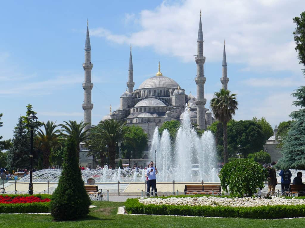 Tips for how to see everything major with 24 hours in Istanbul | itinerary ideas for what to do in Istanbul | what to see & what to skip | Istanbul trip planning, itinerary ideas for Istanbul | Blue Mosque, Hagia Sophia, the Spice Market, & more!