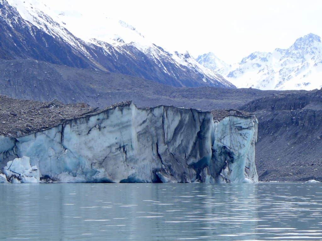 What to do in New Zealand--a glacier lake boat tour is a must, why you have to visit Tasman Lake on the South Island. New Zealand itinerary advice & trip planning, what to do near Lake Tekapo or Mt. Cook in New Zealand #newzealand #glacier