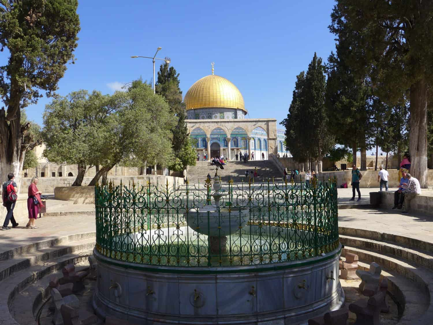 Visiting the Temple Mount & Dome of the Rock is a must in Jerusalem | How to make the most of a short visit to this ancient city, Jerusalem itinerary ideas, Jerusalem trip planning, what to do in Israel, a day in Jerusalem #jerusalem #israel #holyland