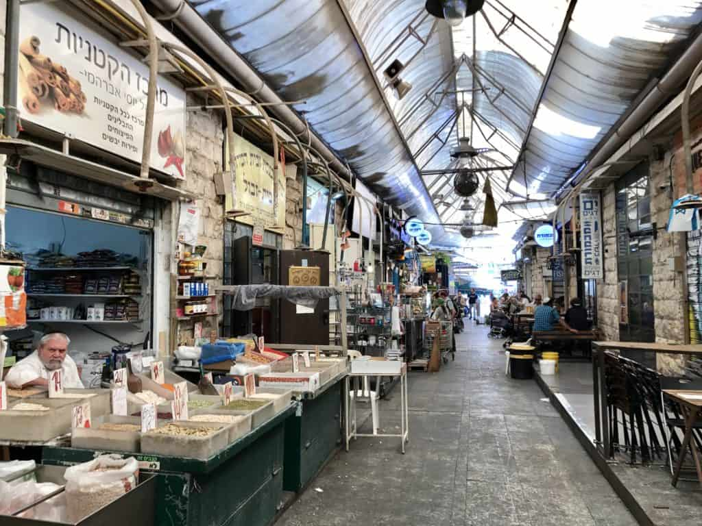 Why a visit to Jerusalem's Mahane Yehuda Market (aka the Shuk) is a must | this vibrant, fun, huge market is full of delicious food and drink, and at night turns into a hoppin' nightlife scene | what to do in Jerusalem, Jerusalem itinerary, what to do in Israel #jerusalem #israel #mahaneyehuda