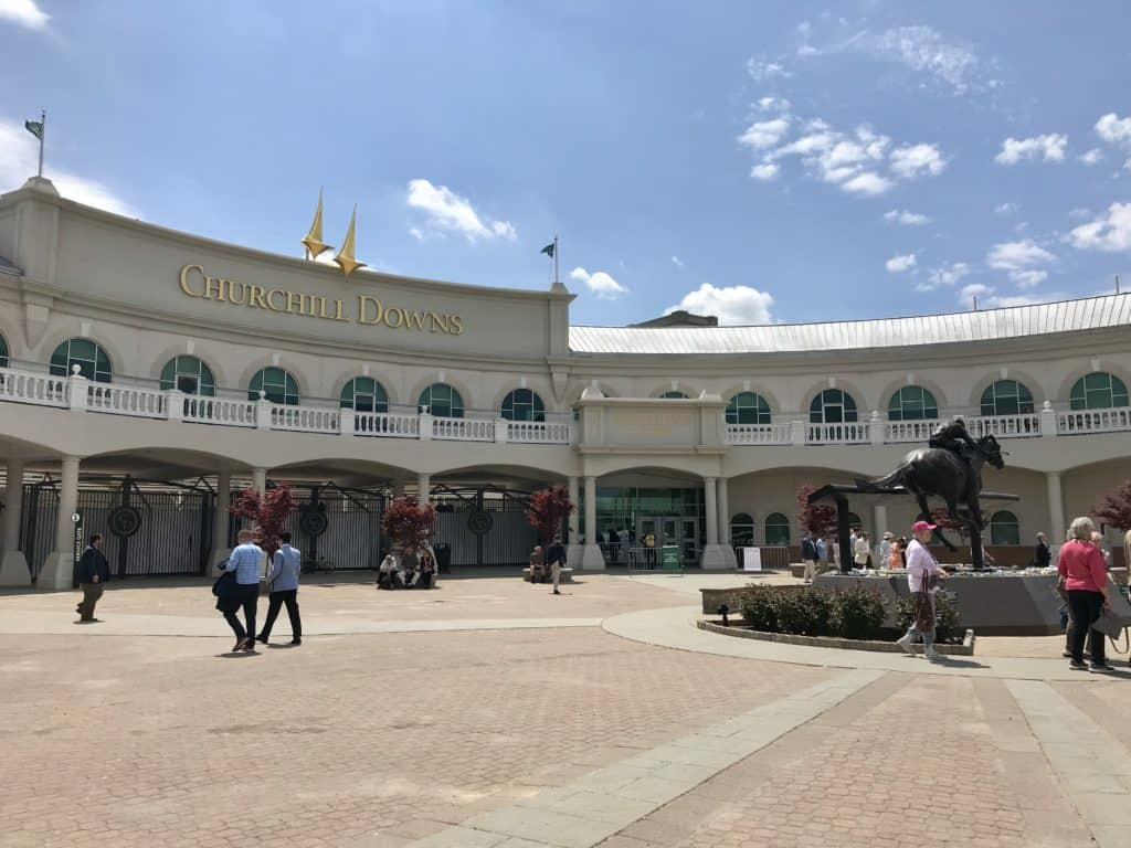 An afternoon at Churchill Downs in Louisville, Kentucky | a must-have sports experience in America