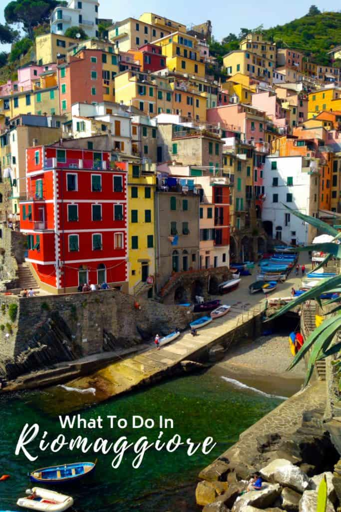 RIOMAGGIORE, ITALY | Why Riomaggiore is my favorite Cinque Terre town to base myself in, what to do in Riomaggiore and where eat, stay, and more! How to visit Cinque Terre #cinqueterre #italy #riomaggiore