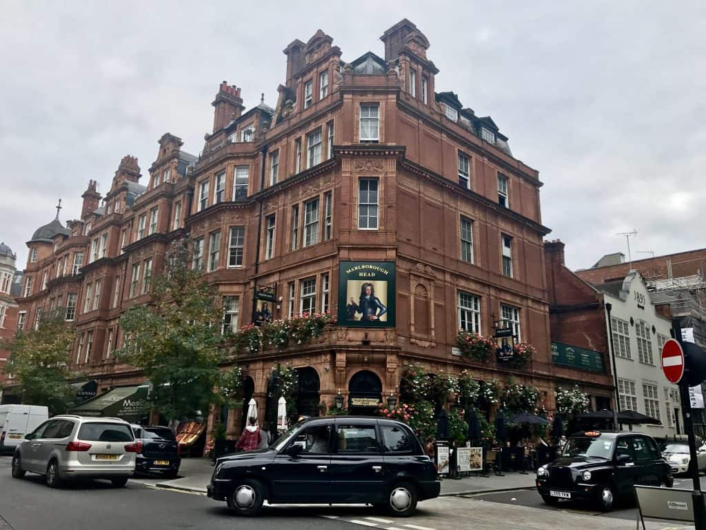 24 HOURS IN LONDON | 11 tips for what to do in London with just a day...a recommended walking route, what to see, where to eat, and how to make the most of 24 hours in amazing London! #london #england #uk #londonitinerary #traveltips #nottinghill #londonbridge