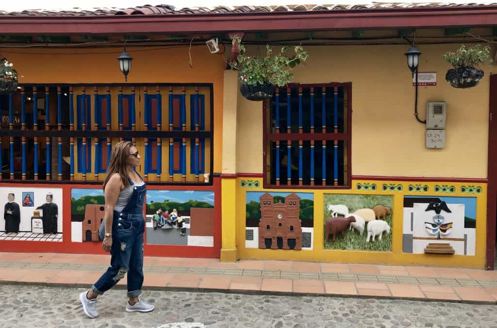 Guatapé, Colombia | Why a visit to the most colorful town in Colombia is a must if you're spending time in Medellin | what to do in Medellin, Medellin itinerary ideas...how to visit Guatape! #guatape #Guatapé #colombia #southamerica #traveltips #itinerary #colorful #elpenol #antioquia