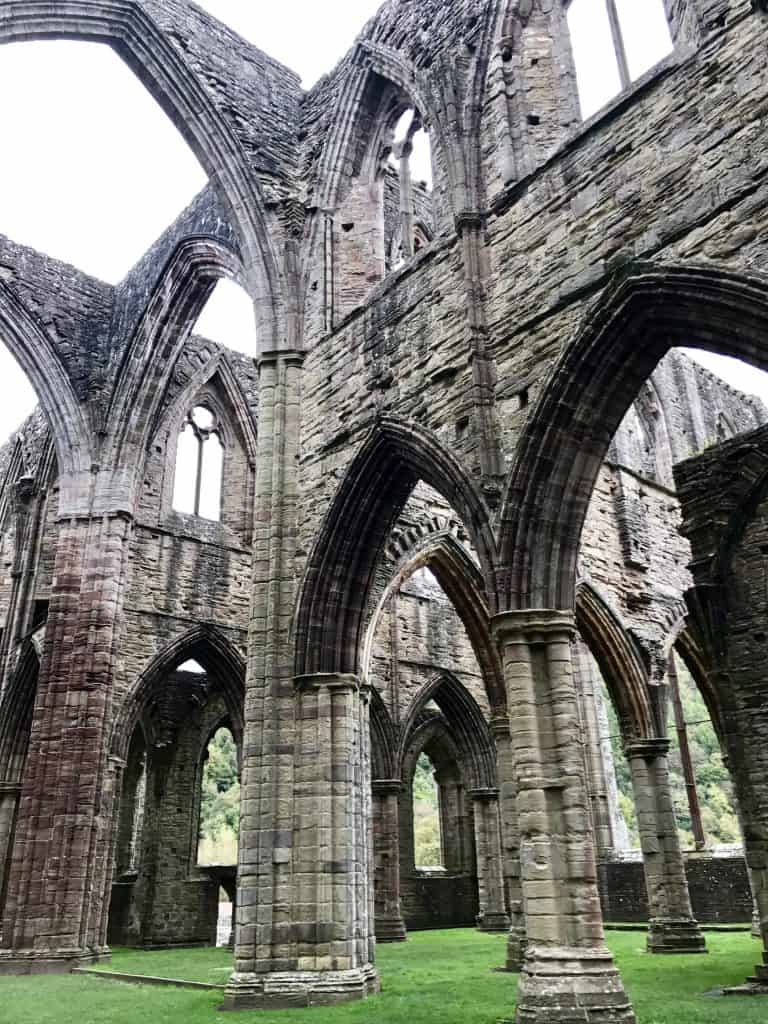 WALES, UK | What to do in south Wales, a day trip itinerary for Wales...there's so much to do in Wales, here are a few things you can see on a day trip! Visit Tintern Abbey, Caerphilly Castle (the biggest in Wales!), and the beautiful Swansea coast and Gower Peninsula!
