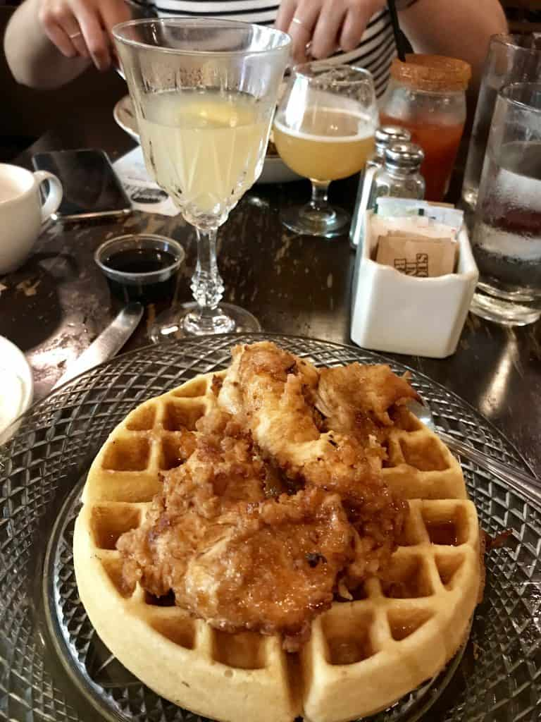Bunch at SIP is a great option when you're visiting Chicago! Where to eat in Chicago