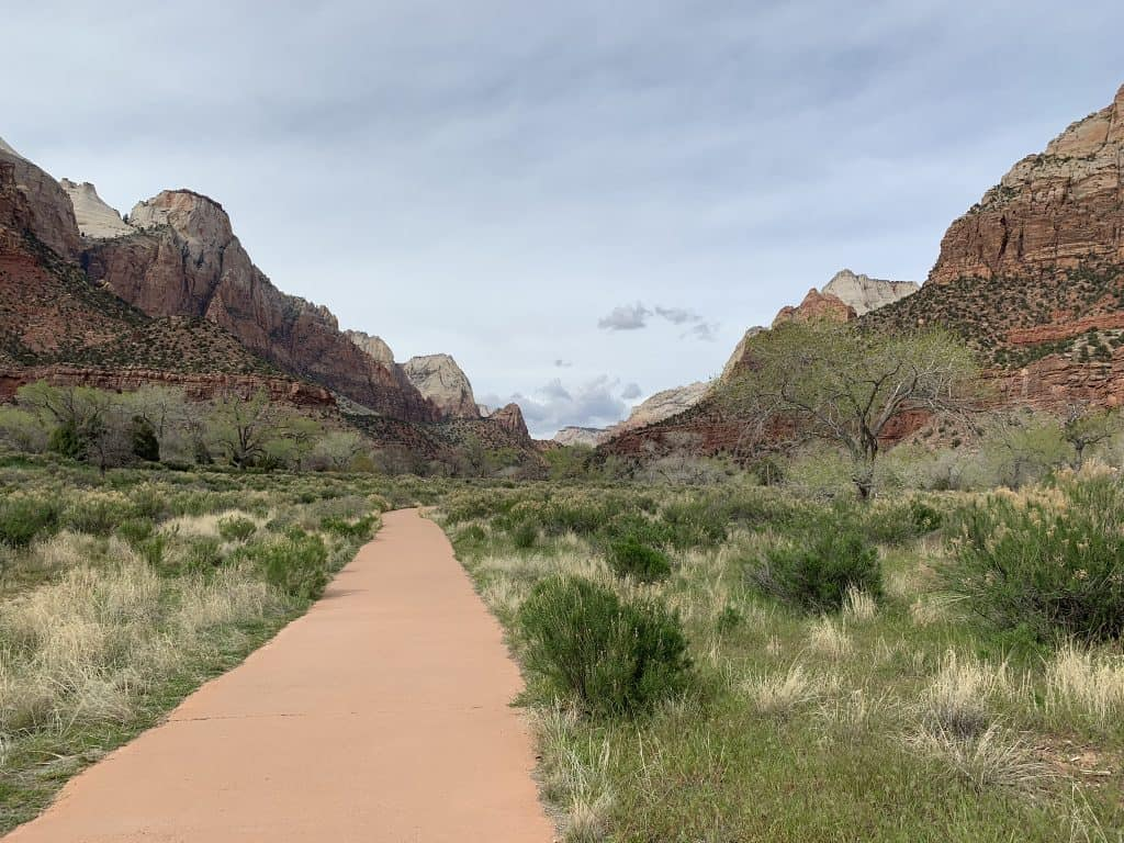 Things to do in Zion National Park with just 2 days - the Pa'rus Trail is great for everyone