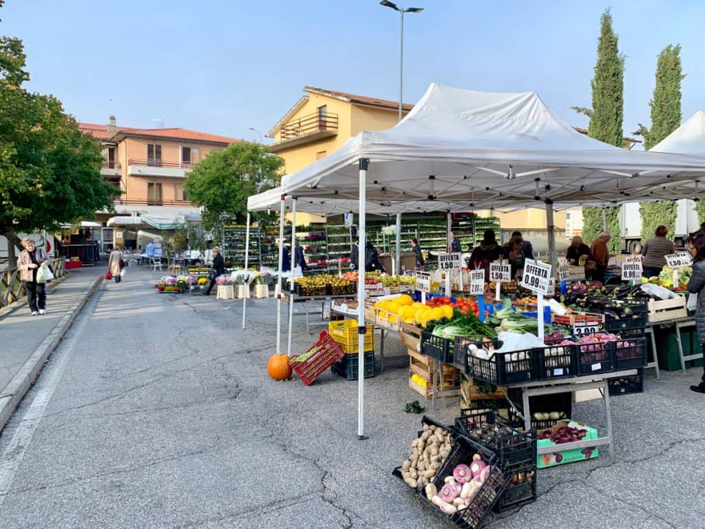 Visiting the Thursday morning market in Camucia