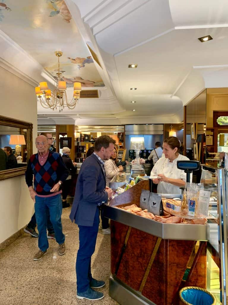 Vannelli Pasticceria is famous in Italy for their coffee! A Tuscany itinerary must!