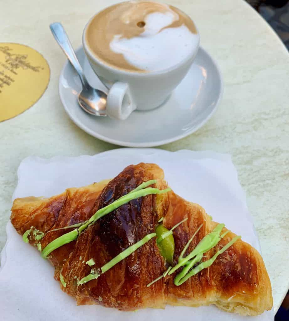 A guide for how to order coffee in Italy...and pastries too
