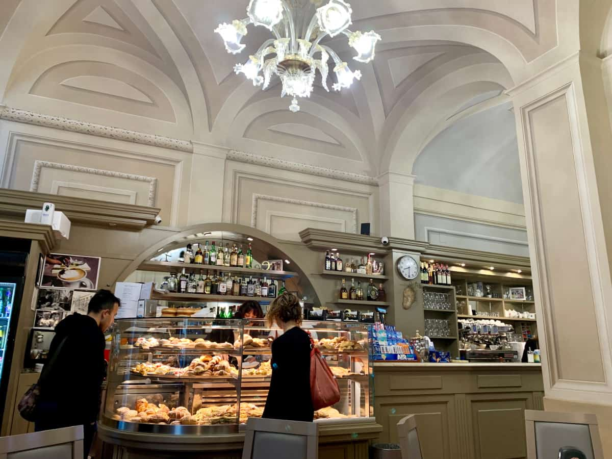Where to eat in Cortona - coffee and pastries at Bar Signorelli