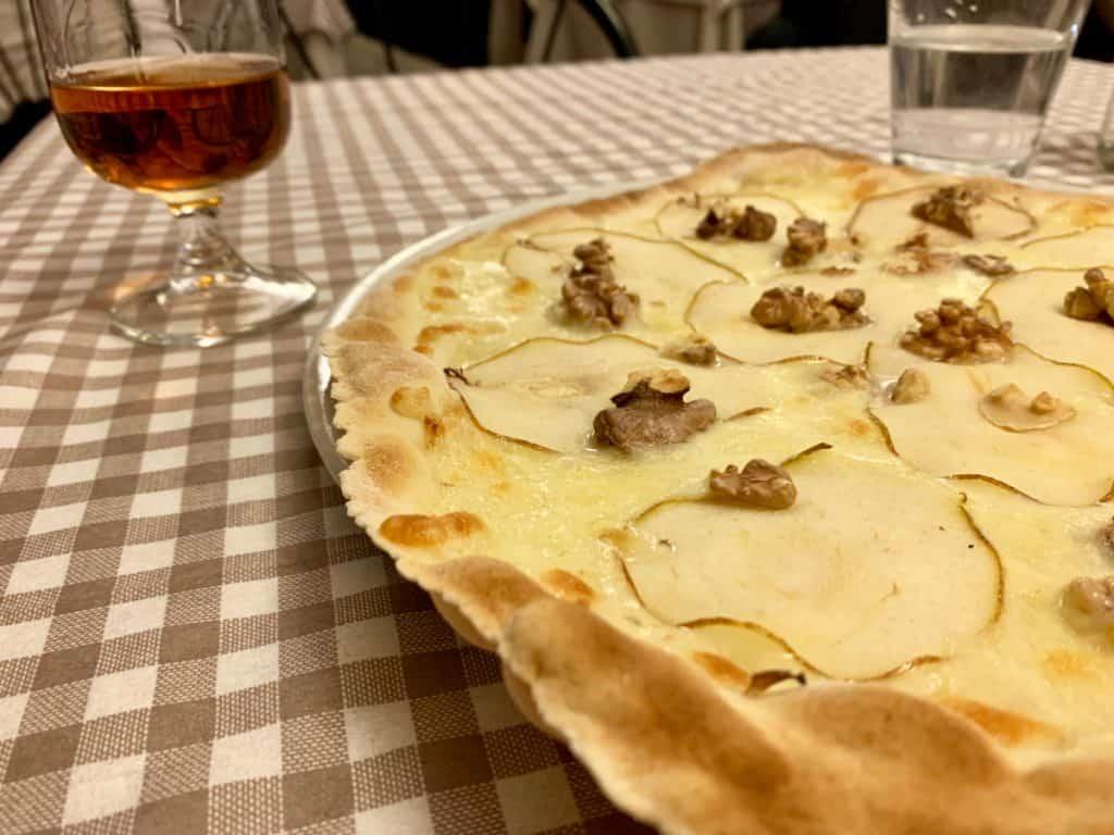 Pizza in Cortona's Trattoria Croce