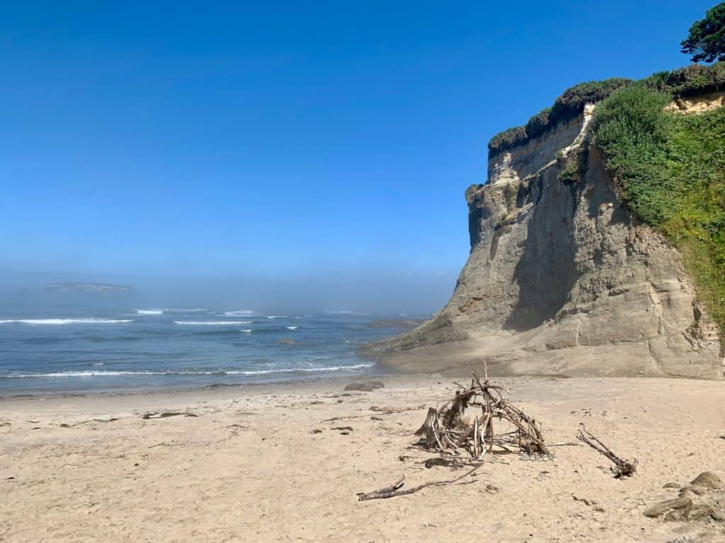 An Epic Oregon Coast Road Trip Itinerary | Oregon's coast is amazing and gorgeous, and spending anywhere from a few days to a week exploring it will be a perfect trip. Here's a detailed post on what to see on the Oregon coast, things to do, where to eat, and so much more! #oregon #roadtrip #itinerary #oregoncoast