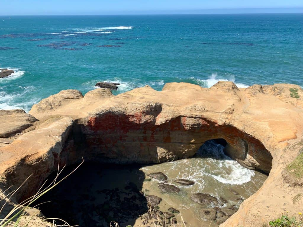 Oregon coast road trip itinerary: what to see and do (Devil's Punchbowl)