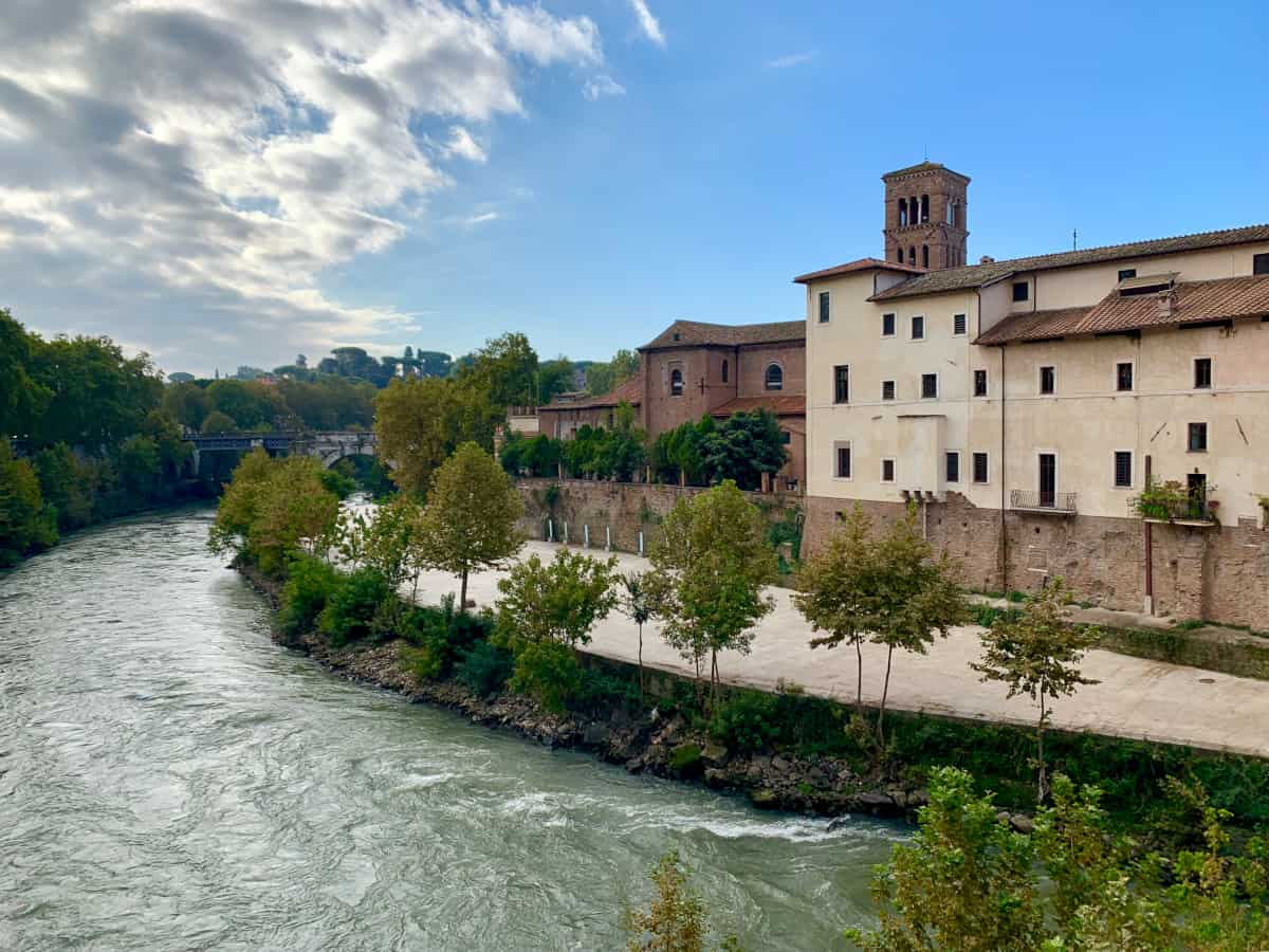The best photo spots in Rome - make sure to get to Tiber Island