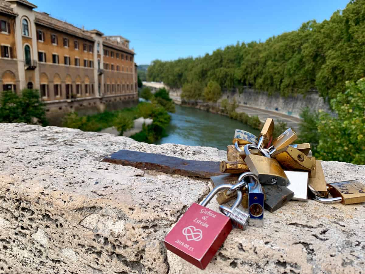 Love and closeups on the Tiber River...one of the best photo spots in Rome