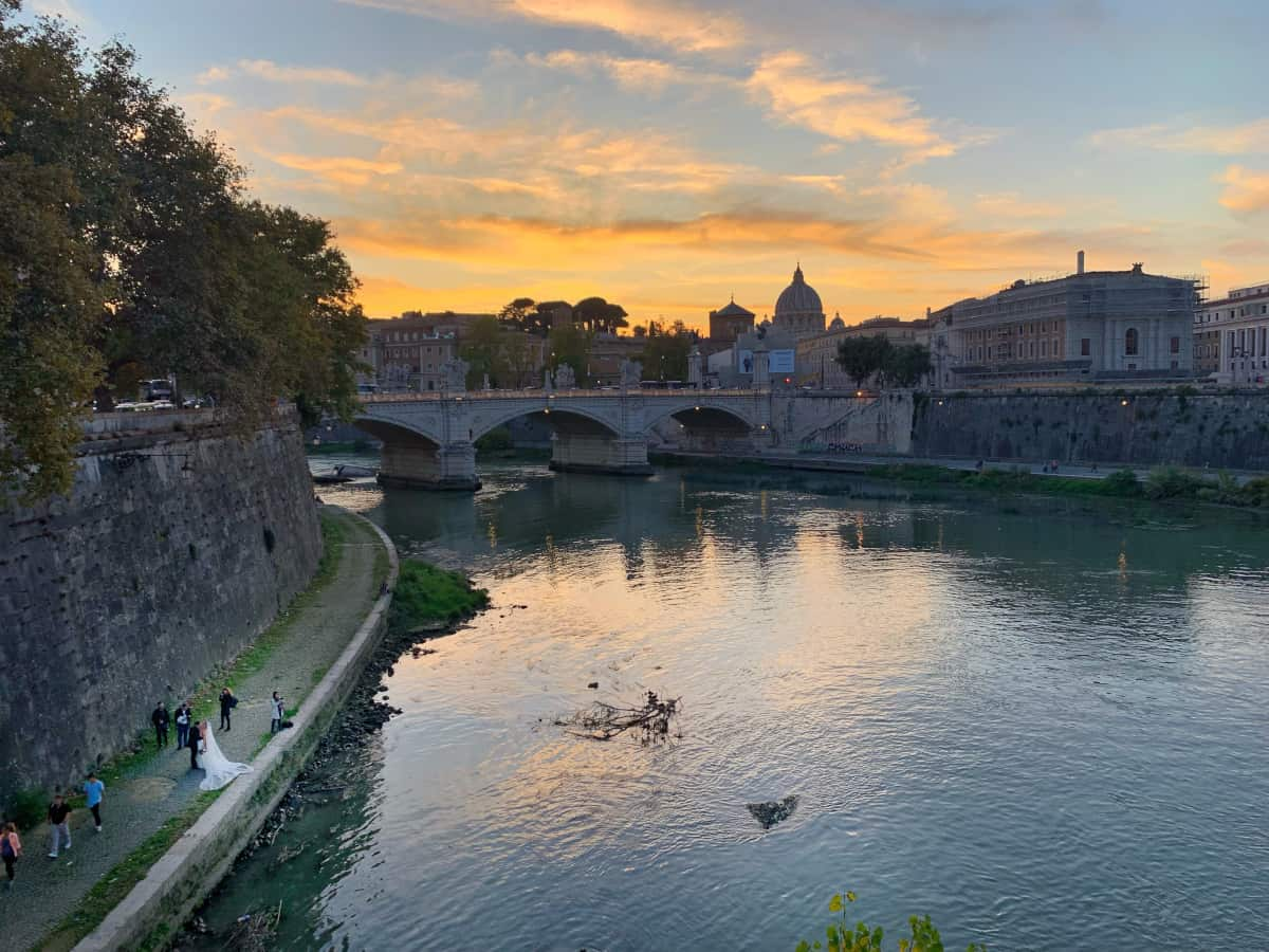 I had the good luck to catch a wedding photo shoot! Best photo spots in Rome