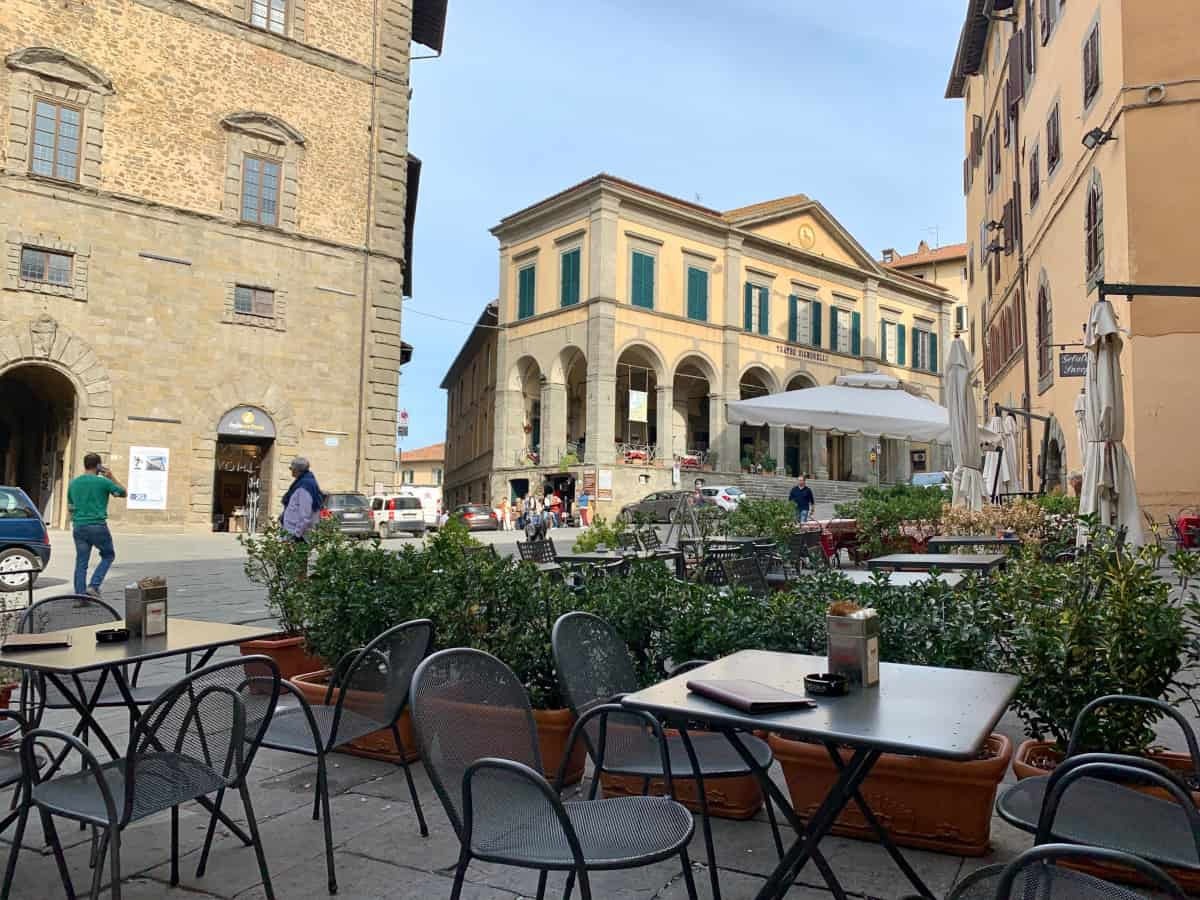 Cortona restaurants and bars - coffee at Caffe Vittoria