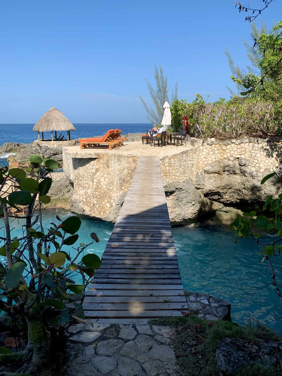 Planning a Chill Weekend in Negril, Jamaica | I stayed at the amazing Tensing Pen hotel on Negril's West End cliffs...though I was only here a few days, it was a relaxing, lovely little vacation. Here are my recommendations on what to do in Negril, where to eat and drink, where to stay, & more! #caribbean #negril #jamaica #luxury #beach #vacay