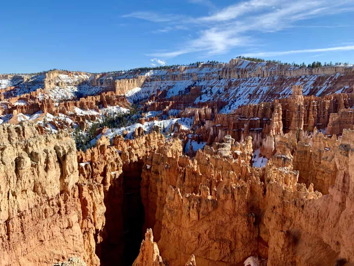 How to Plan Your Trip to Zion & Bryce Canyon National Parks | A super detailed post on planning your itinerary for visiting both the gorgeous Zion National Park and the otherworldly Bryce Canyon Amphitheater. When to visit Zion National Park, where to stay in Zion or Bryce Canyon, what hikes are best for easy/moderate, and SO much more. A stunning USA roadtrip. #nationalparks #zion #brycecanyon #usroadtrip #usatravel #hiking #nps #roadtrip