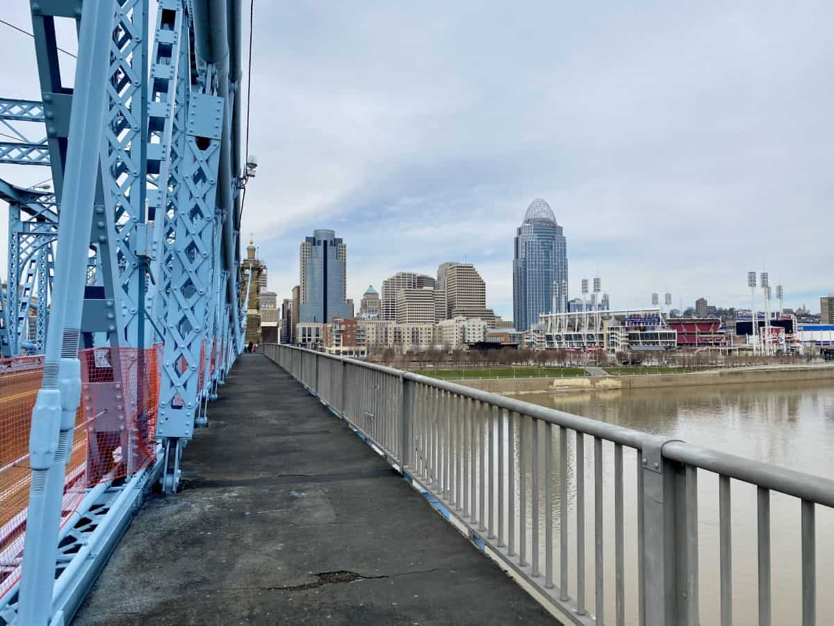 Things to Do in Cincinnati, Ohio | How to plan a Cincinnati weekend trip packed full of beautiful architecture, history, great food and drink, breweries, riverfront views, & more! Where to stay in Cincinnati, restaurant & bar recommendations, Cincinnati architecture, OTR area, Brewery District, historic downtown explorations. #weekendtrip #cincinnati #ohio