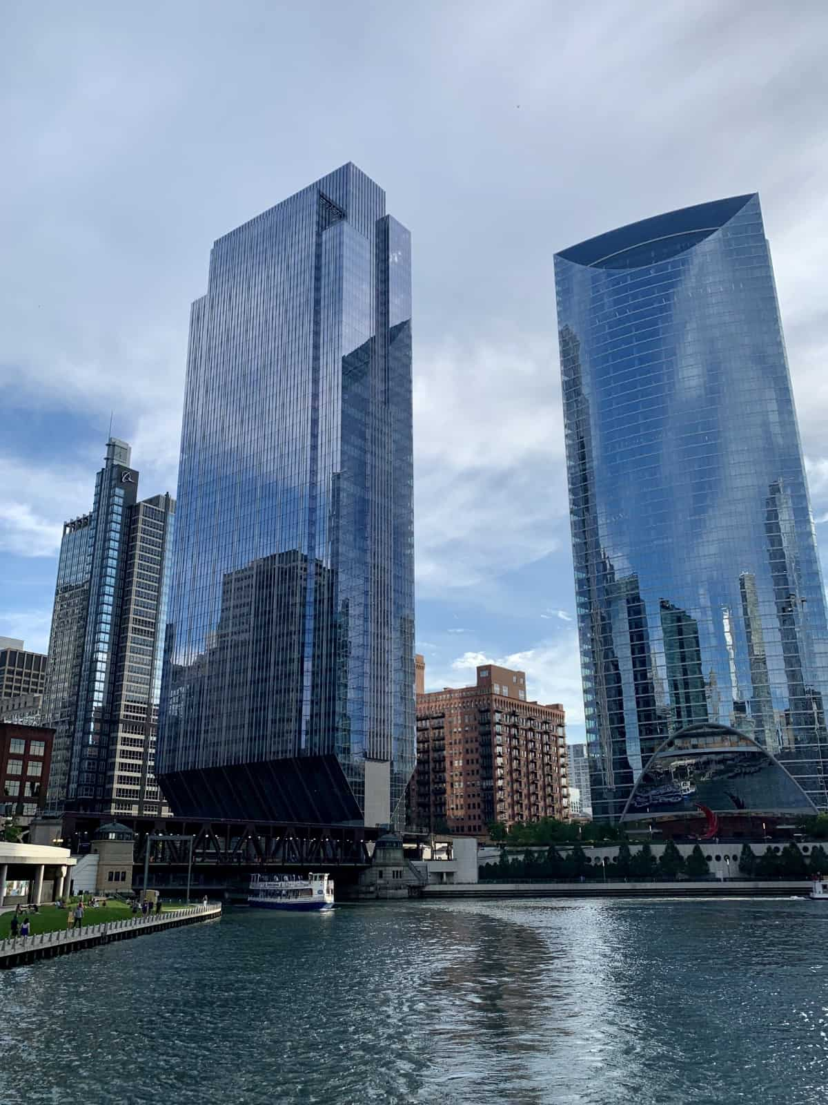 A Detailed First-Timer's Guide to Chicago | If you're planning a trip to Chicago (Illinois, USA), this super in-depth post of what to do in Chicago, where to stay, places to eat & drink, & more tips has got you covered. How to plan the best trip to Chicago, Chicago hotel recommendations, US travel tips. Chicago travel tips for the Windy City! #chicago #illinois #ustravel #windycity #cityguide