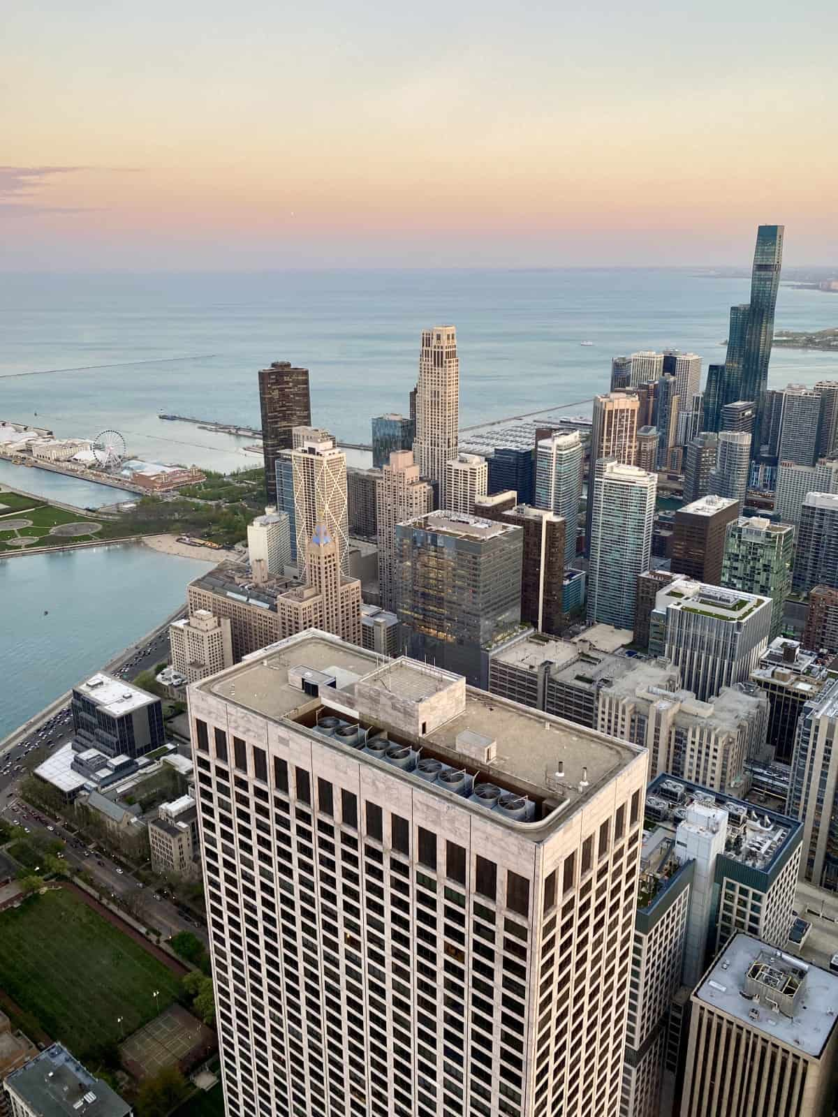 Things to do in Chicago - the Signature Lounge is a great way to get a 96th floor view for the price of a cocktail