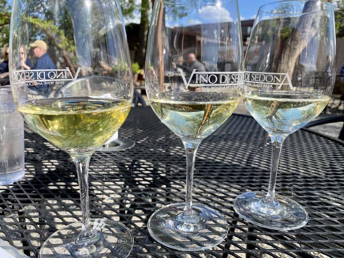 Best restaurants in Sedona - Try Vino di Sedona for wine flights & live music